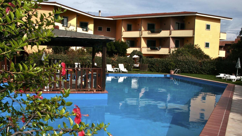 Residence i mirti bianchi residence mare sardegna for Piscina santa teresa